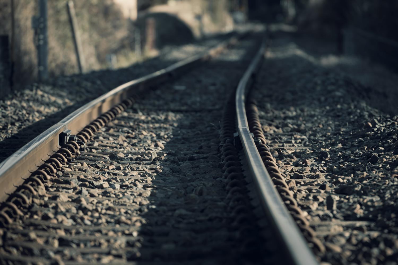 どこまでも続いていそうな哀愁漂う線路