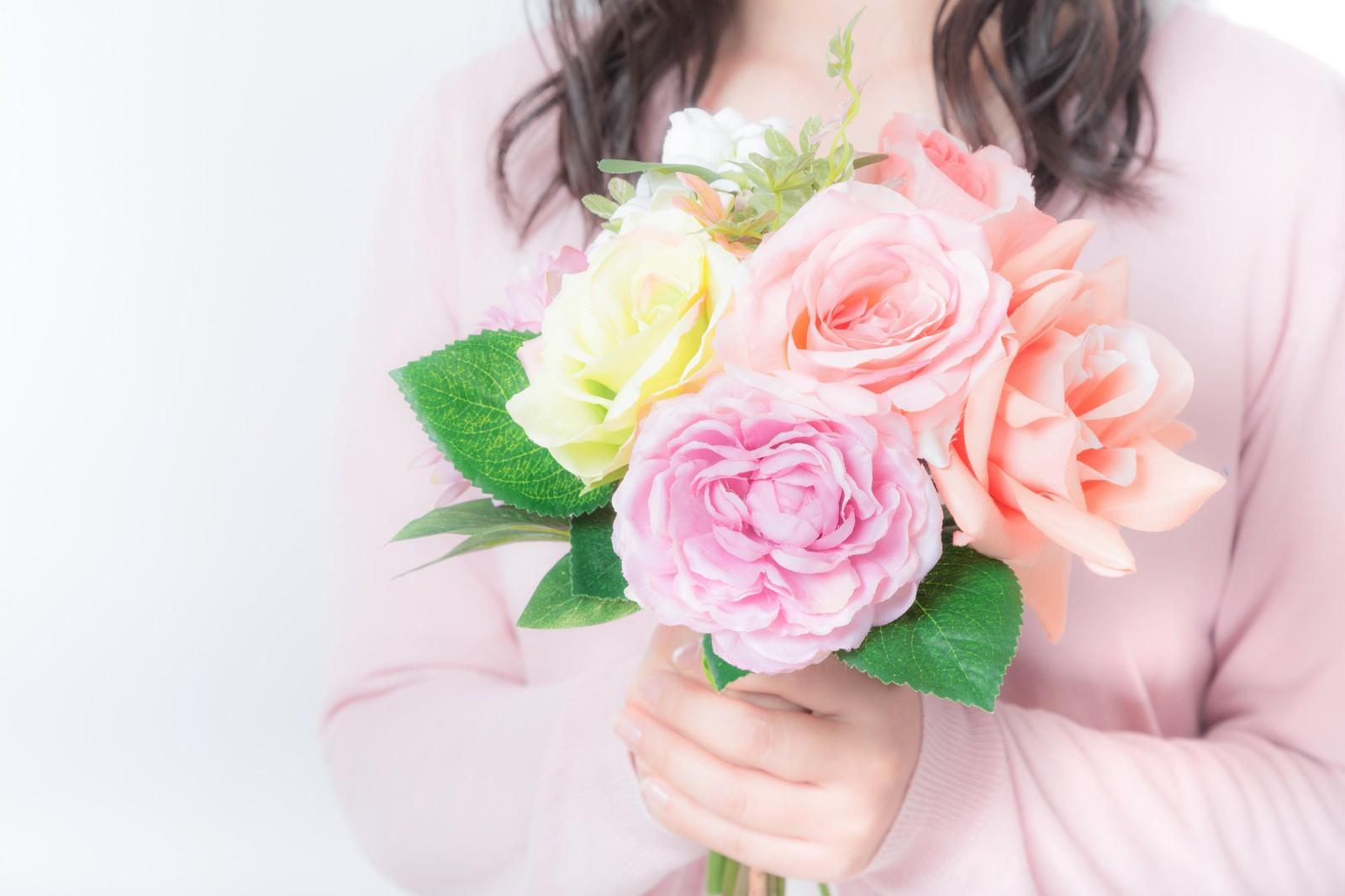 あなたに少しでも幸せになってほしくて些細な花のブーケをプレゼントした