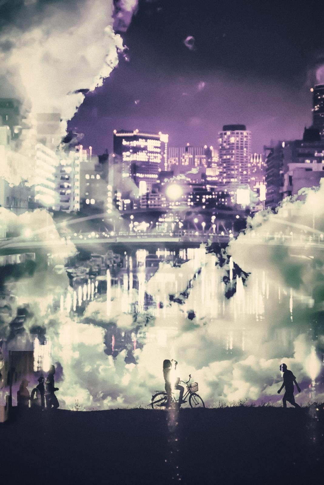 川べりを照らす街の光が眩しい夜の日常